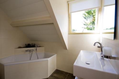 Badkamer Plafond Aluminium : Luxalon plafond specialist aluminium plafonds voor badkamer